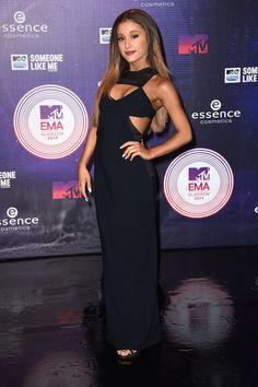 Pin for Later: Nicki Minaj et Ariana Grande Étaient au Centre de L'attention Lors des MTV EMAs Ariana Grande
