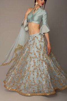 Lehenga azul hielo con un precio inferior a # S Lehenga Designs, Saree Blouse Designs, Latest Lehnga Designs, Indian Lehenga, Blue Lehenga, Lehenga Choli, Indian Attire, Indian Wear, Indian Designer Outfits
