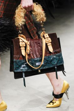 See detail photos for Prada Fall 2017 Ready-to-Wear collection. - Prada Shoes - Ideas of Prada Shoes - See detail photos for Prada Fall 2017 Ready-to-Wear collection. Fall Handbags, Burberry Handbags, Prada Handbags, Fashion Handbags, Fashion Bags, Fashion Accessories, Womens Fashion, Fashion Trends, Prada Shoes