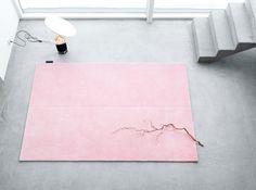 pink on grey beton cire