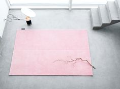 pink on grey beton cire