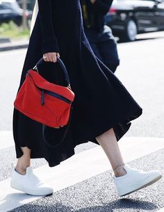 Stylish Alisa loves Loewe #loewe #handbags #fashion #stylishalisa #fashionblog