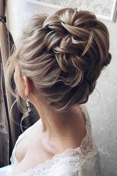 15 Very Stylish Updo Styles For Special Days: #9. Big Bun Hairstyle