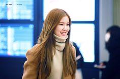 Lisa, Rose Park, Park Chaeyoung, Jennie Blackpink, Cool Girl, High Neck Dress, Long Hair Styles, Beauty, Kpop