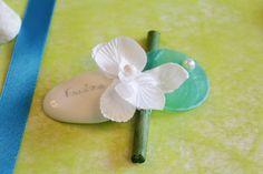 """Galet porte-nom - Fleurs orchidée - Thème mariage """"Zen"""""""