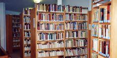 Unsere Klinik-Bibliothek bietet für jeden Lesegeschmack etwas: Von anthroposophischer Literatur, Belletristik (Romane und Erzählungen), Biographien bis hin zu Lyrik, Kunst, Musik, Literatur, Astrologie und vielem mehr. Die Bibliothek besteht seit der Eröffnung der Filderklinik im Jahre 1975 und umfasst aktuell 11.150 Bücher. Weitere Informationen und die Öffnungszeiten finden Sie unter http://www.filderklinik.de/wir-sind-fuer-sie-da/bibliothek.html