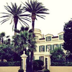 Villa de Chanel en Saint-Tropez Andorra, Saint Tropez, Crocodile, Saints, Villa, Chanel, Mansions, Jacket, House Styles