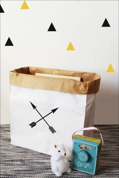 Mini opbergzak pijl print wit 32x37cm #Paper #Storage #Bag #arrows from www.kidsdinge.com www.facebook.com/pages/kidsdingecom-Origineel-speelgoed-hebbedingen-voor-hippe-kids/160122710686387?sk=wall http://instagram.com/kidsdinge #Kidsdinge #kidsroom