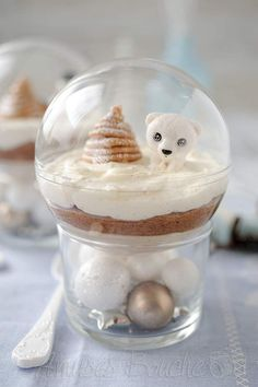 Mont-blanc Christmas balls: discover the cooking recipes of Femme Actuelle Le MAG Dessert Party, Party Sweets, Christmas Appetizers, Appetizers For Party, Christmas Desserts, Christmas Cooking, Christmas Recipes, Elegante Desserts, Fancy Desserts