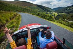 Sur les routes du Wicklow en voiture classique, en Irlande !   #irlande #ireland #wicklow #car #vintage #alainntours #oldcar  © Tourism Ireland Connemara, Dublin, Site Archéologique, Routes, Mountains, Travel, Nature, Vintage, Mountain Pass