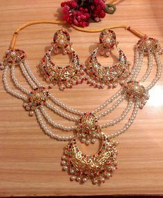 Reminds one of the Mughals. Pakistani Jewelry, Indian Wedding Jewelry, Bridal Jewelry, Gold Jewelry, Bridal Necklace, Necklace Set, Hyderabadi Jewelry, Stylish Jewelry, Fashion Jewelry