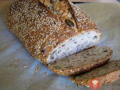 Štvorzrnný chlieb. Jednoduchý recept na chlieb, pri príprave ktorého je použití kvások aj droždie zároveň. Obsahuje niekoľko druhov semienok. Najrecept