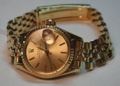 269f2660322 Relógio suíço feminino automático de pulso com calendário da marca