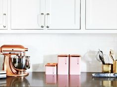 Best photos, images, and pictures gallery about rose gold kitchen decor - rose gold home decor Layout Design, Küchen Design, Home Design, Rose Gold Kitchen, Copper Kitchen, Navy Kitchen, Kitchen Maid, Kitchen Interior, Kitchen Decor