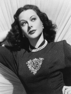 It's The Pictures That Got Small ...: Alexis Smith