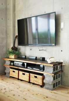minimalistische wohnzimmer mit betonwand und diy tv-Möbel aus holzplatten und b… minimalist living room with concrete wall and diy tv furniture made from wood panels and concrete blocks Tv Furniture, Furniture Making, Concrete Furniture, Cinder Block Furniture, Furniture Ideas, Business Furniture, Cheap Furniture, Furniture Design, Rustic Furniture