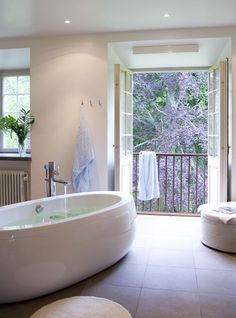 noticing a theme yet? a bathroom where i can take a long luxurious bath while looking out into the wilderness *swoon*
