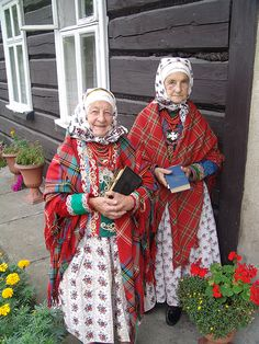 Folk costumes from Wilamowice, Poland. Love these two! How sweet.