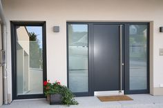 Im Trend: Sattes Grau und Glas. Foto: VFF/Bayerwald Fenster & Haustüren