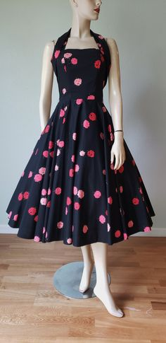 The Perfect Cotton Halter Party Dress / Cotton Dress / Sundress / Full Sweep Circle Skirt / New Look / Small Vintage Summer Dresses, 50s Dresses, Cotton Dresses, Vintage Outfits, Vintage Fashion, Vintage Tops, Vintage Black, I Dress, Party Dress