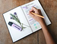 If you're artsy, disorganized or just looking for a new way of sorting your life out, bullet journaling could be for you. We've laid out how to bullet journal so you can get your life in order--at least on paper. How To Bullet Journal, Bullet Journal For Beginners, Bullet Journal Spread, Bullet Journals, Letter Of The Day, Beautiful Flower Drawings, Nose Drawing, Sketch Drawing, Sketching