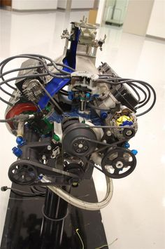 Roush Yates NASCAR Sprint Cup engine. Pretty cool view for those who don't understand the inner workings. Sports Car Racing, Nascar Racing, Auto Racing, Drag Racing, Race Cars, Engine Rebuild, Motor Sport, Nascar Sprint Cup, Formula One
