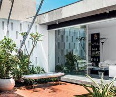 Dá pra ter graça e paz no meio da cidade. Projeto da arquiteta Helena Karpouzas.