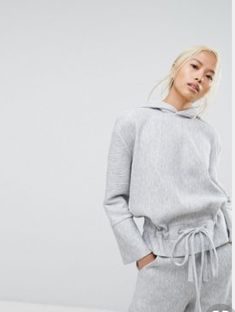 Discover our collection of women's hoodies and sweatshirts at ASOS. Browse the latest sweatshirt styles, including cropped & zip up hoodies. Order at ASOS. New Outfits, Casual Outfits, Fashion Outfits, Womens Fashion, Asos, Inspiration Mode, Morning Inspiration, Sport Chic, Look Fashion