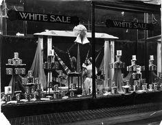 1920s Window display .... #HarrodsWindows