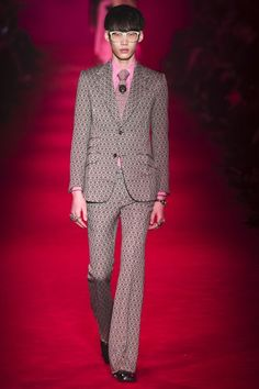 The complete Gucci Fall 2016 Menswear fashion show now on Vogue Runway.