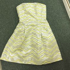 Lilly Pulitzer dress Worn once. Perfect condition. Yellow and silver. Has pockets. Lilly Pulitzer Dresses Strapless