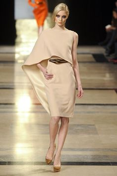Image from http://www4.pictures.stylebistro.com/it/Stephane+Rolland+Spring+2011+rwD2zF0COd3l.jpg.