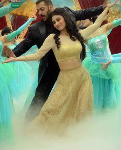 #Sultan with naagin #mouniroy #naagin #ritik #shivanya #sesha #kabir #rivanya #colorstv @colorstv @naagin_colors @imouniroy @arjunbijlani @adaakhann #rajattokas #adaakhann #arjunbijlani #salmankhan #biggboss9 #BB9finale