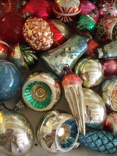 Sweet old Christmas Ornaments Retro Christmas Decorations, Antique Christmas Ornaments, Old Christmas, Vintage Ornaments, Christmas Colors, Christmas Tree Ornaments, Christmas Holidays, Old Fashioned Christmas Decorations, Vintage Decorations
