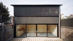London-based architect Russell Jones has designed a house in Tottenham clad in corrugated cellulose sheets, which peeks up from behind the brick wall of a former Victorian outbuilding. Architecture Today, Architecture Magazines, Contemporary Architecture, British Architecture, Windsor, Russell Jones, Builders Merchants, Backyard House, Edwardian House