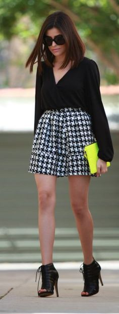 B&W outfit: houndstooth skirt, blouse, Kardashian booties & neon yellow clutch.