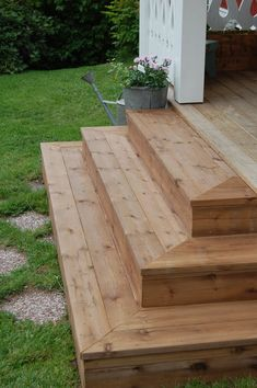 Outdoor Deck Ideas for Better Backyard Entertaining – 2019 - Deck ideas - Trend Entertaining Ideas 2019 Patio Steps, Front Porch Steps, Outdoor Steps, Steps For Deck, Front Deck, Patio Deck Designs, Patio Design, Small Deck Designs, Diy Deck
