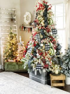 The Pickled Rose Christmas Home Tour Winter Christmas, White Christmas Trees, Country Christmas, Christmas Foods, Traditional Christmas Tree, Plaid Christmas, Christmas 2019, Farmhouse Christmas Decor, Christmas Music