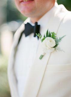 Photography: Justin DeMutiis Photography - justindemutiisphotography.com  // sarah tucker events // victoria blooms   Read More: http://www.stylemepretty.com/2015/01/28/romantic-naples-garden-wedding/