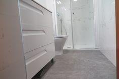 #bathroom #baño #blanco #uñero #porcelanosa #profiltek #diseño #design #calidad #innovación #bukbaños #bukdesignleon #león #España #leonesp Washing Machine, Laundry, Home Appliances, White Bathroom, Laundry Room, House Appliances, Appliances, Laundry Rooms