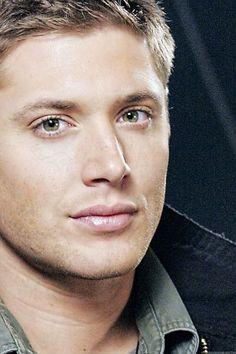 Jensen promo on the set of 1x09 Home