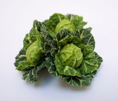 Making Miniature Cabbages in Scale - Angie Scarr Fruit Vegetables DVD Kohl Teil 1 Polymer Clay Miniatures, Fimo Clay, Dollhouse Miniatures, Clay Projects, Clay Crafts, Video Fimo, Barbie Food, Tiny Food, Mini Things