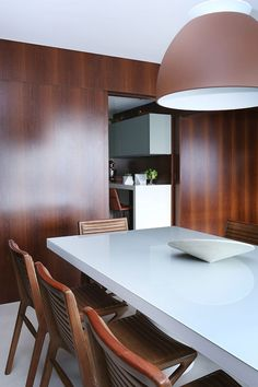 Decoração, Decoração de apartamento, luz natural, ambiente integrado, revestimento, porcelanato, madeira, sala de estar, sala de jantar.