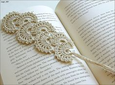Fan Bookmark:  Free Crochet Pattern-I am going to change it up to use as a head band...hopefully. ;)