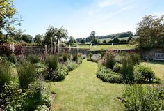 jinny blom / gardens at temple guiting manor, cotswolds