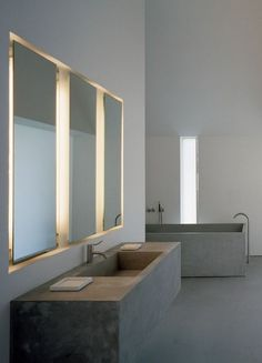 Roohdaar presents 35 Stylish And Compendious Minimalist Bathroom Ideas. Have a look at these inspirations if you are planing to renovate your bathroom. #modern #minimalism #bathroomideas #bathroomdesign #renovate #remodel #upgrade