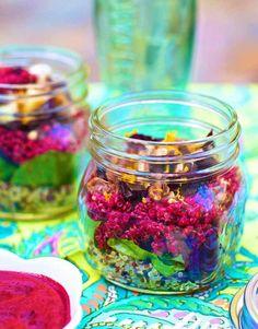 Layered salad in a mason jar: quinoa beets vinaigrette beet vinaigrette mixed greens nuts baby spinach orange zest recipe Mason Jar Lunch, Mason Jar Meals, Meals In A Jar, Mason Jars, Salad In A Jar, Soup And Salad, Cooked Quinoa, Cucumber Salad, Healthy Foods