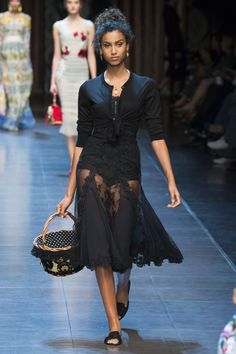 Dolce & Gabbana Spring 2016 Ready-to-Wear Fashion Show - Imaan Hammam