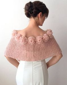 Newest Pic Crochet flowers ideas Thoughts Mohair Wrap Braut Capelet Rose Cape Champagner Schal Hochzeit Poncho Winterhochzeit Häkelblume Cap Poncho Au Crochet, Crochet Scarves, Crochet Clothes, Crochet Baby, Knit Crochet, Free Knitting, Knitting Patterns, Knitting Ideas, Bridal Cape