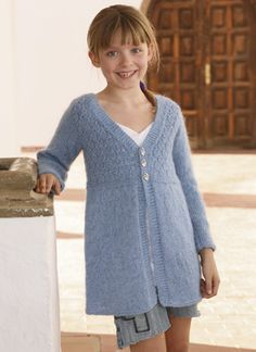 Den lange trøje med strukturmønster på bærestykket ligner næsten en kjole